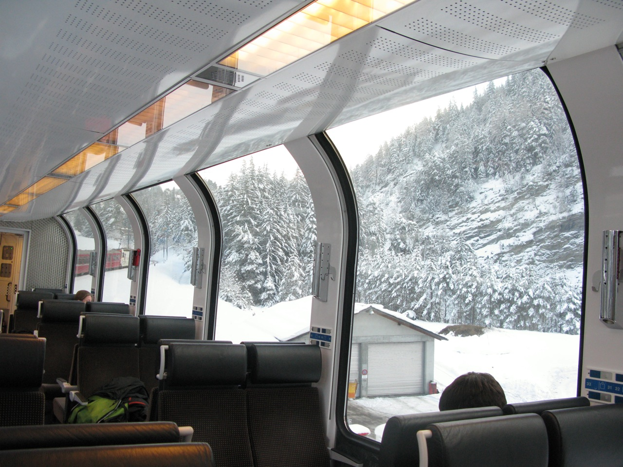Bernina_express_Interno di una carrozza_panoramica