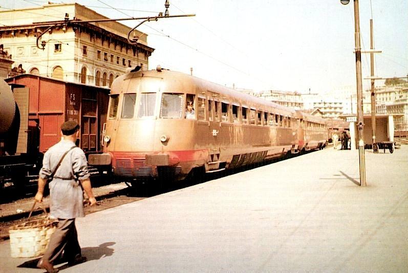 Littorina_aln_990_Stazione_Genova_Brignole_anni_60
