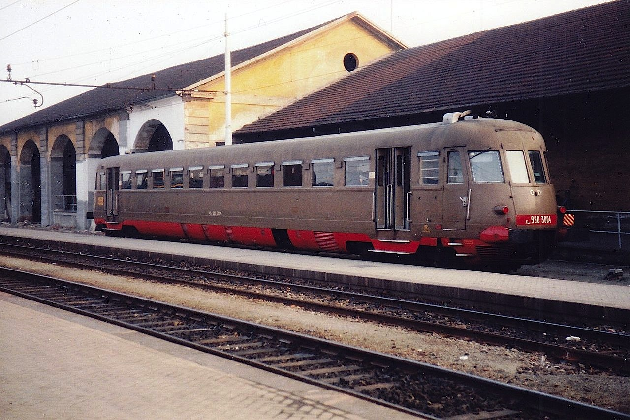Treno_Automotrice_FS_ALn_990.3004_pavia