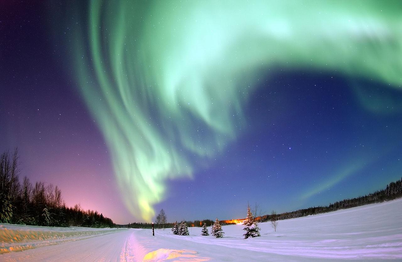 aurora boreale Bear Lake (Lago degli Orsi) in Alaska