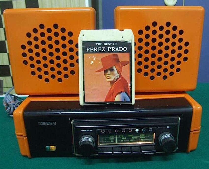 Autoradio:Mangianastri vintage Voxson stereo 8 (con radio FM stereo) del 1970 con bel mobile color arancio %22Autoelectronic%22