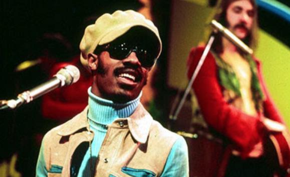 SUPERSTITION / ISN'T SHE LOVELY – Stevie Wonder – (1972/1976)