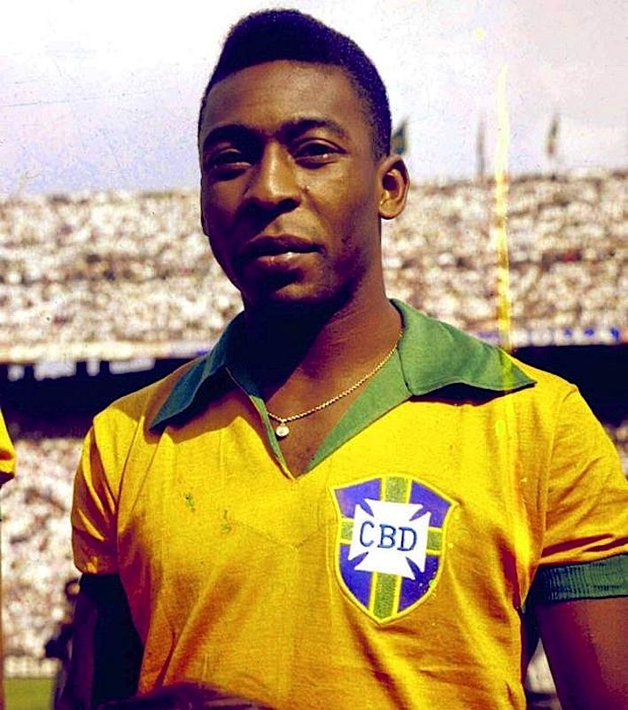 pele-santos-fc-1956-1974-656-matches-en-club-643-buts-92-selections-77-buts-3-fois-champion-du-monde-1958-1962-1970