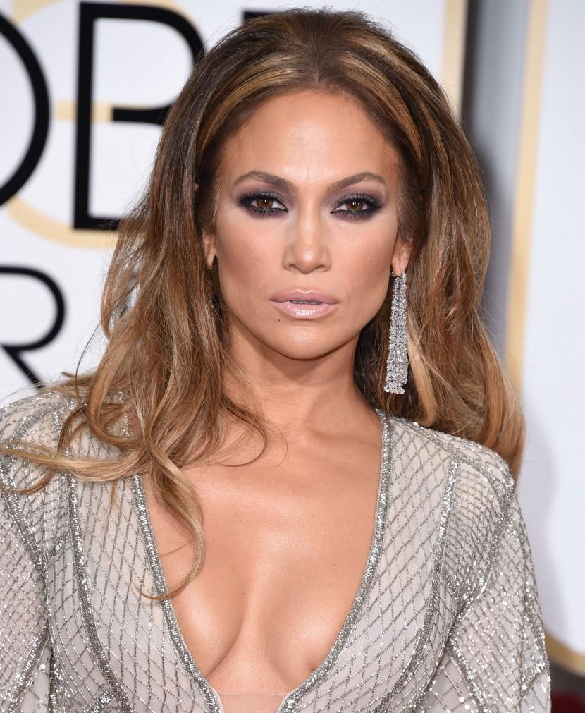 Jennifer-Lopez-Golden-Globe-Awards-2015-JLo-boobs-breasts-topless-oggi
