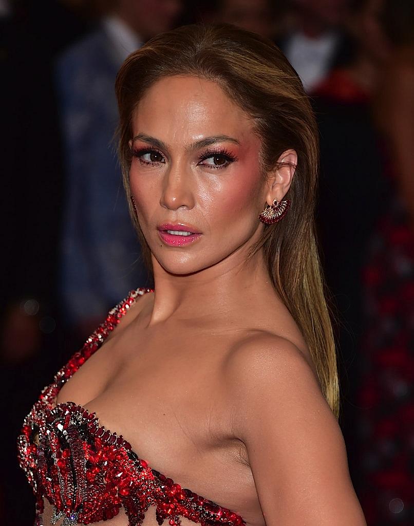 Jennifer-Lopez-Makeup-2015-Gala