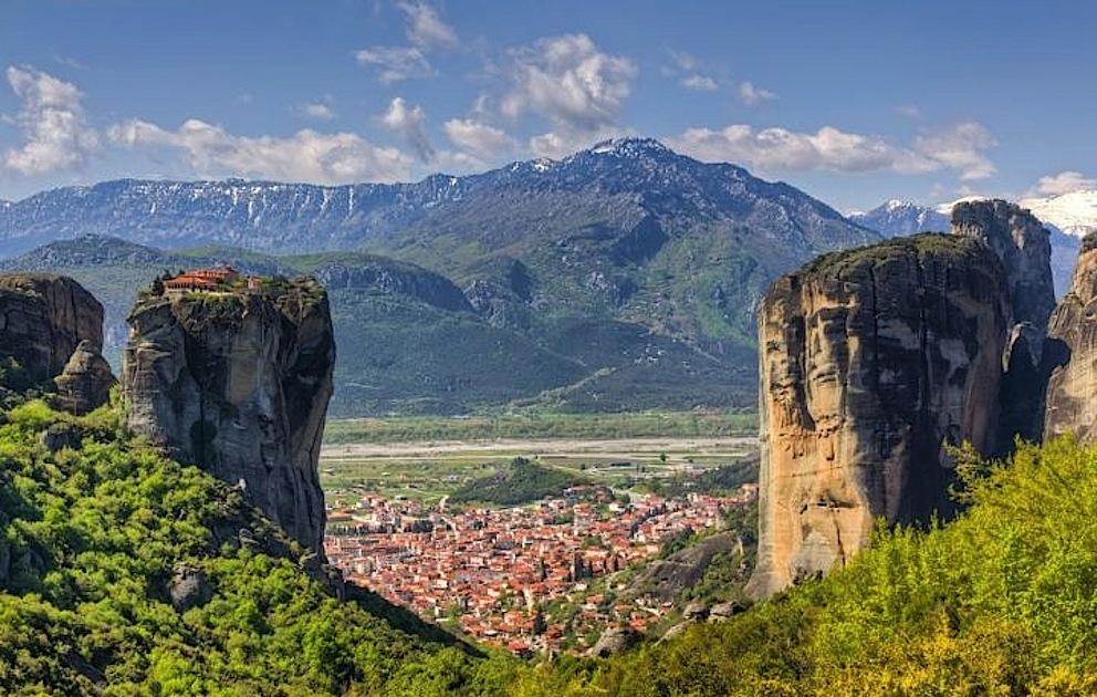 Monastero_di_Agia_Triada_e_citta_di_Kalambaka_Meteora_Grecia_007