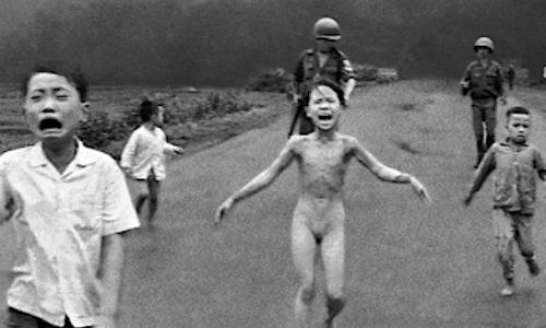 KIM PHUC – (Foto bambina Guerra del Vietnam) – Come era e Come è
