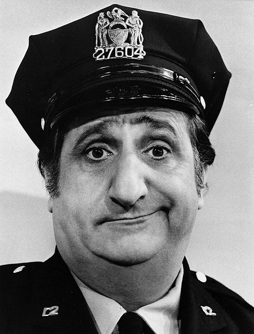 Al_Molinaro_Murray_the_cop_Odd_Couple_1974