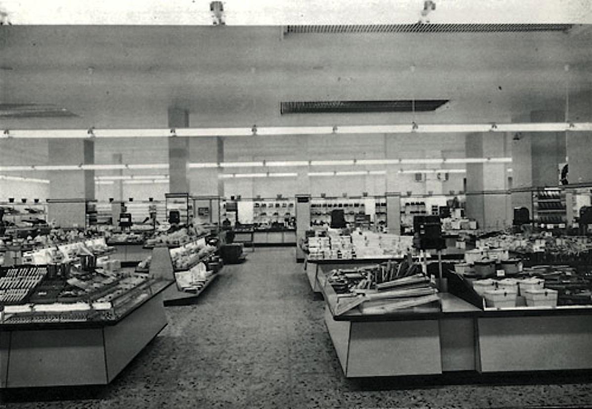 Upim grandi magazzini storia costume e foto dal 1928 for Croff milano