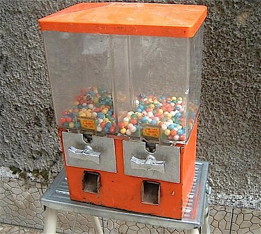 distributori palline chewingum passato