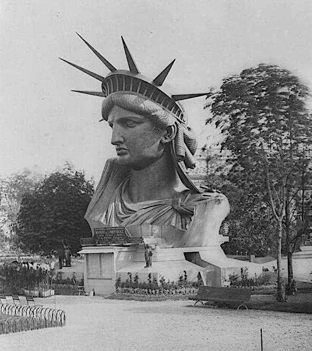 La testa della statua è stata esposta alla Fiera Mondiale di Parigi del 1878