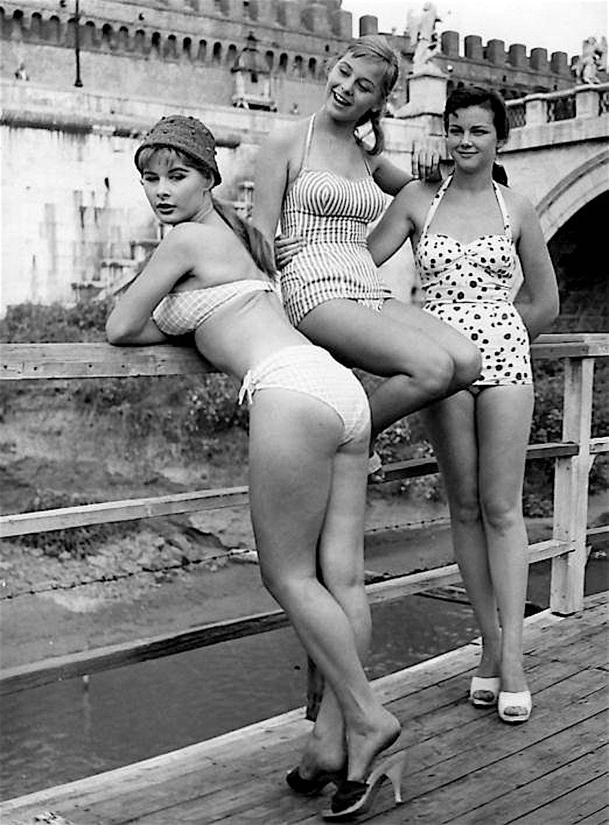 Marisa Allasio con Alessandra Panaro e Lorella De Luca sul set del film Poveri ma belli a Roma 1956