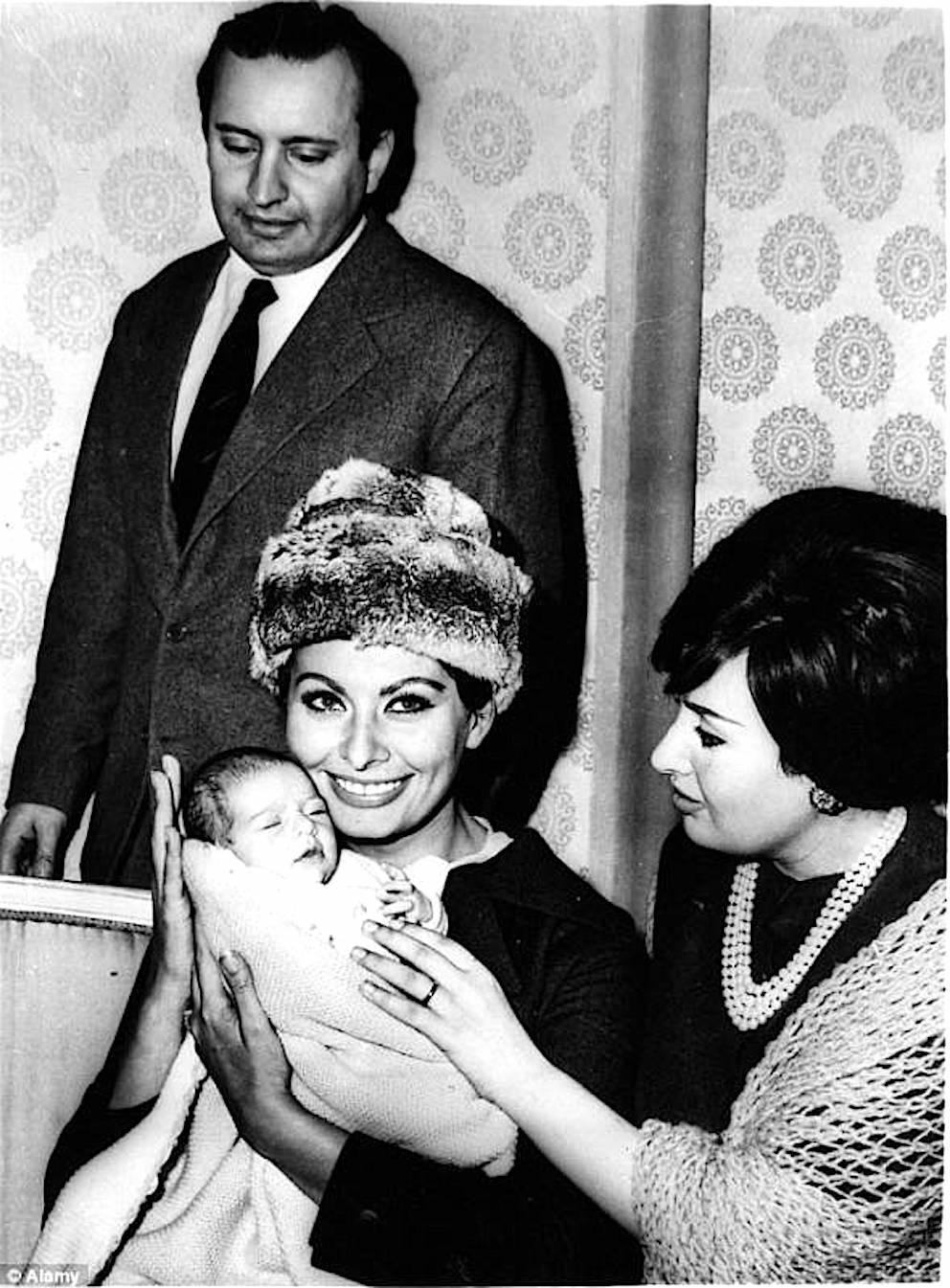 Matrimonio Romano Mussolini E Maria Scicolone : Alessandra mussolini nel mondo dello spettacolo