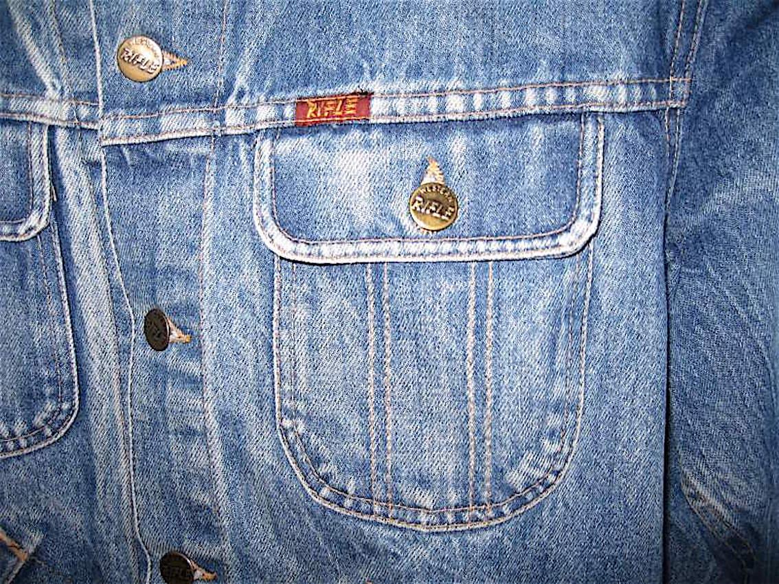 Rifle la storia del jeans in italia qui con curiosità e belle foto