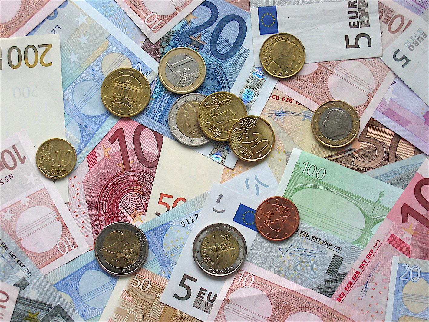 euro_coins_banknotes