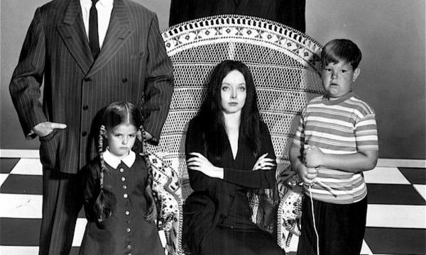 LA FAMIGLIA ADDAMS (serie Tv 1964) nel COME ERANO e COME SONO oggi.